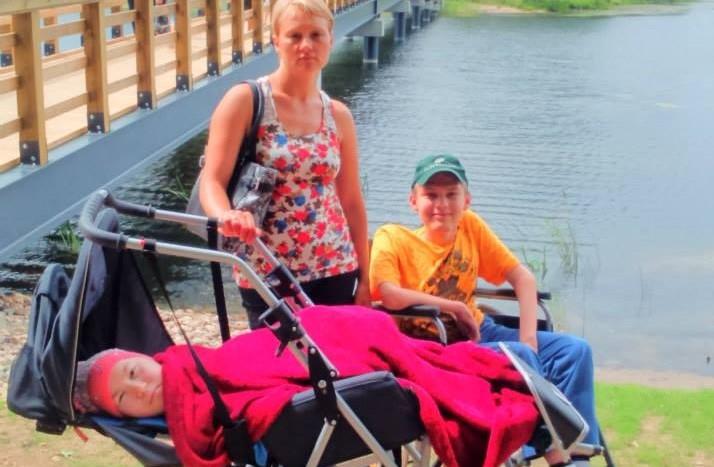 """""""Zaļā lampa"""": brālim un māsai no Alūksnes vajadzīga palīdzība rehabilitācijas apmaksai"""