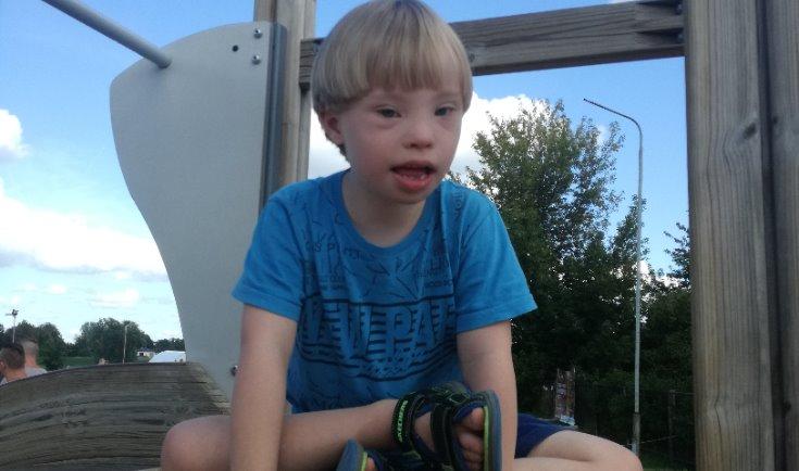 """""""Zaļā lampa"""": """"saulainajam"""" puisēnam Ernestam no Jelgavas nepieciešama palīdzība"""