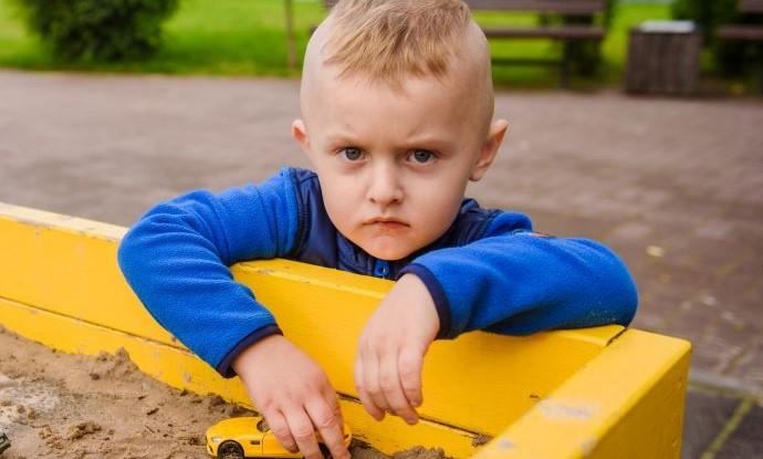 """""""Zaļā lampa"""": četrgadīgajam Artūram no Daugavpils nepieciešama palīdzība"""