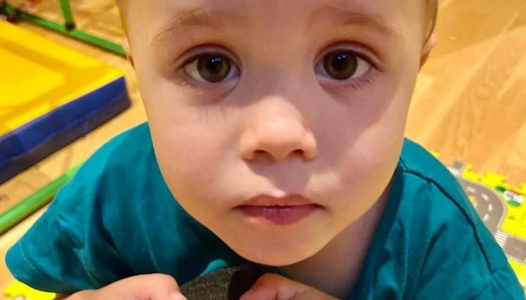 """""""Zaļā lampa"""": trīsgadīgajam Maksimam nepieciešama palīdzība ārstēšanās izdevumu apmaksai"""