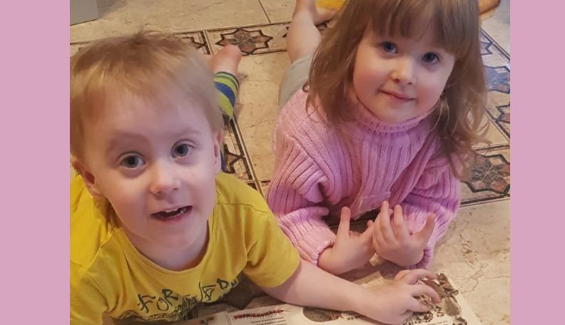 Dvīņiem Ksenijai un Mišam vajadzīga palīdzība ārstēšanas apmaksai Pēterburgā